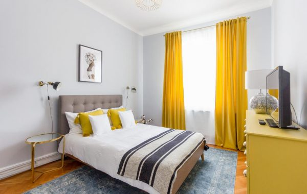 CITY CHIC <BR> 3 BEDROOM APARTMENT